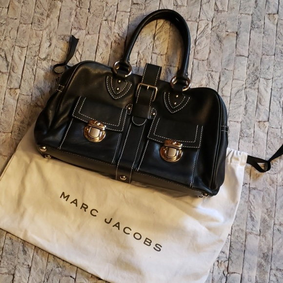 Marc Jacobs Handbags - MARC JACOB black leather bag.